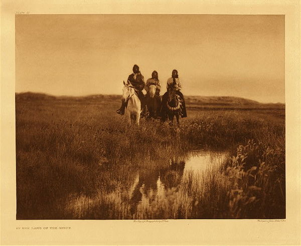 Edward S. Curtis - Plate 095 In the Land of the Sioux, 1905 border=