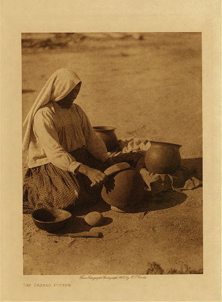 Edward S. Curtis - The Papago Potter border=
