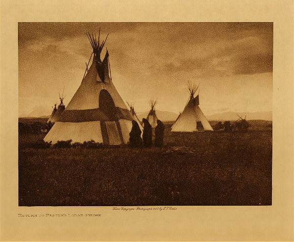 Edward S. Curtis - Return to Faster's Lodge - Piegan border=