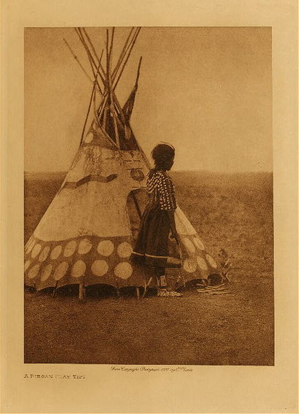Edward S. Curtis - A Piegan Play Tipi border=