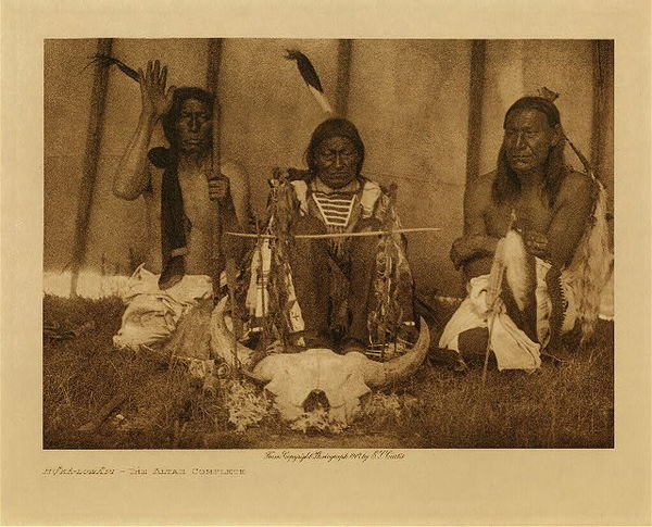 Edward S. Curtis - Huka-Lowapi, The Altar Complete border=