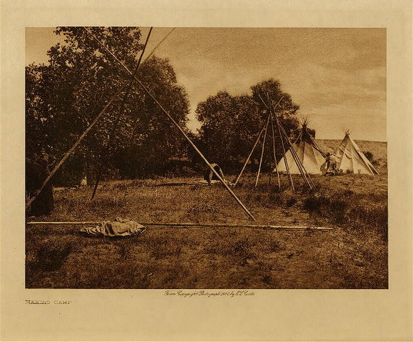Edward S. Curtis - Making Camp border=