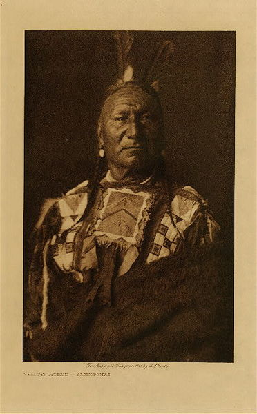 Edward S. Curtis - Yellow Horse - Yanktonai border=