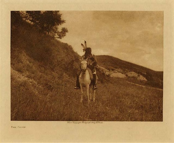 Edward S. Curtis - The Sioux border=