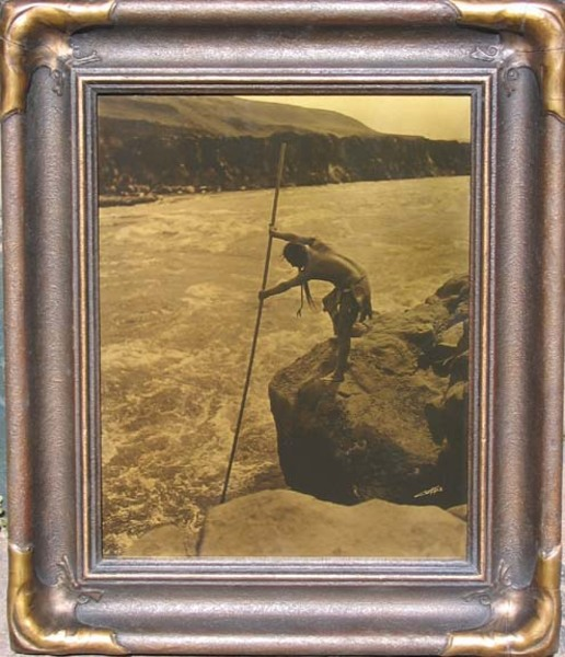 Edward S. Curtis - The Fisherman - Wishham border=