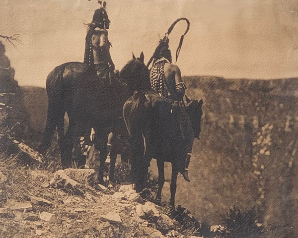 Edward S. Curtis - Unpublished the look Out - Apsaroke border=