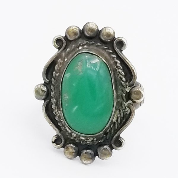 Old Pawn Jewelry - Ring: Oval Stone With Elaborate Silver Embelishments border=