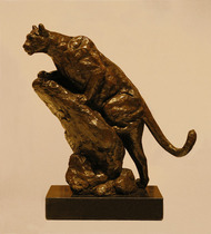 Title: Closing In (Cougar) , Size: 10 3/4